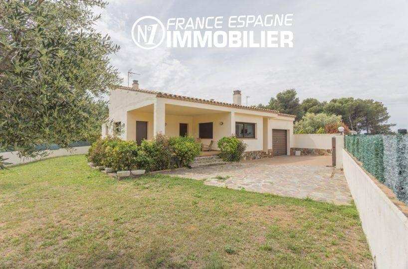 achat immobilier costa brava: villa ref.3415, vue sur la façade, terrasse, garage