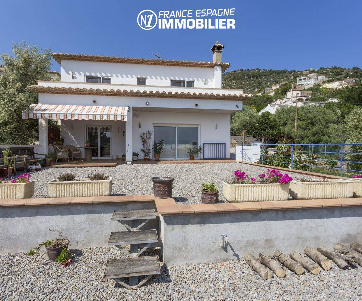villa de 223 m² construit sur terrain de 800 m²   ref.3411