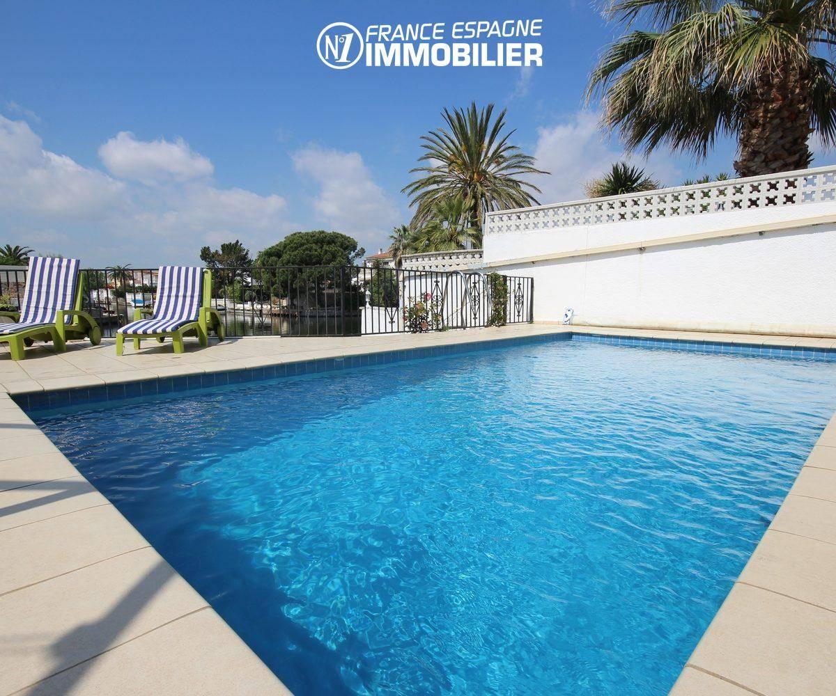 immobilier empuriabrava: villa standing vue canal, amarre & piscine