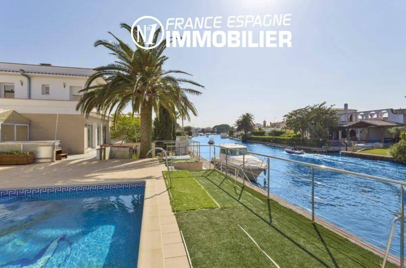 immobilier empuriabrava: villa à vendre avec piscine & amarre 14 m