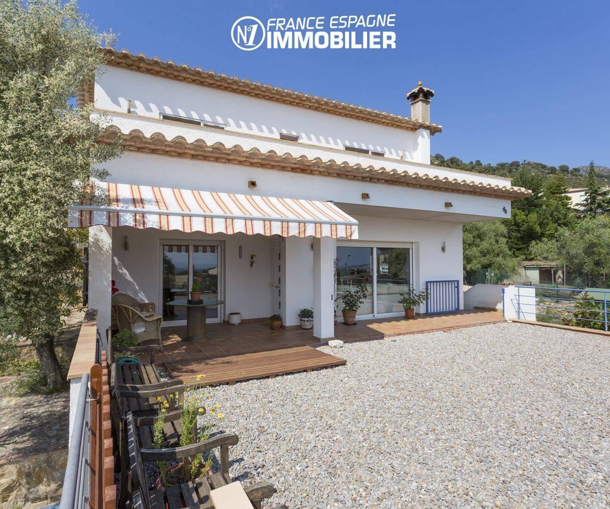 agence immobiliere costa brava: jolie façade de maison avec bel extérieur   ref.3411