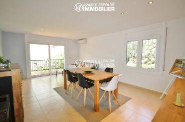 appartement a vendre costa brava, ref.3425, aperçu séjour & accès terrasse