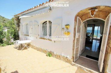 maison a vendre espagne costa brava, ref.3399, porte d'entrée et terrasse