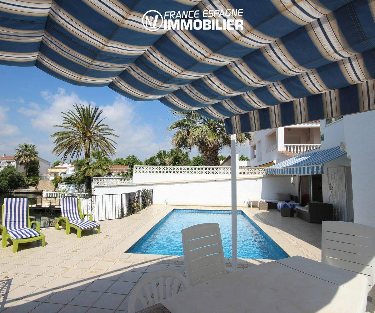 maison a vendre empuriabrava, standing vue canal, amarre & piscine