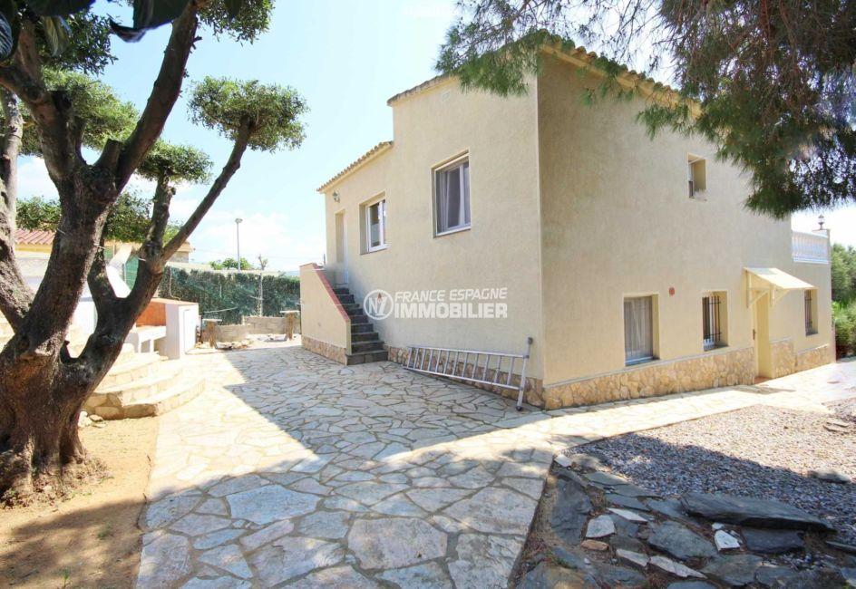 immobilier roses espagne: villa ref.3402, vue sur un des côtés de la maison