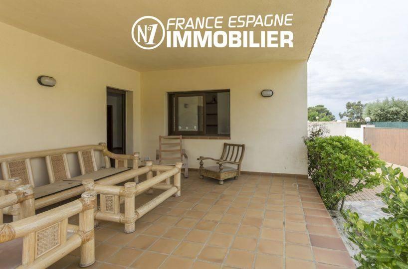 achat maison costa brava, ref.3415, terrasse couverte avec accès sur le salon