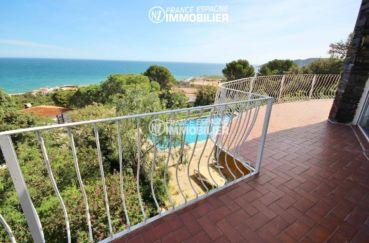 vente maison llanca, ref.3399, vue sur la piscine et la mer depuis la terrasse