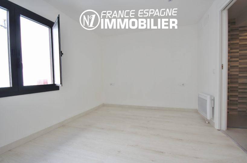 agence rosas: villa ref.3393, espace à aménager avec salle d'eau attenante