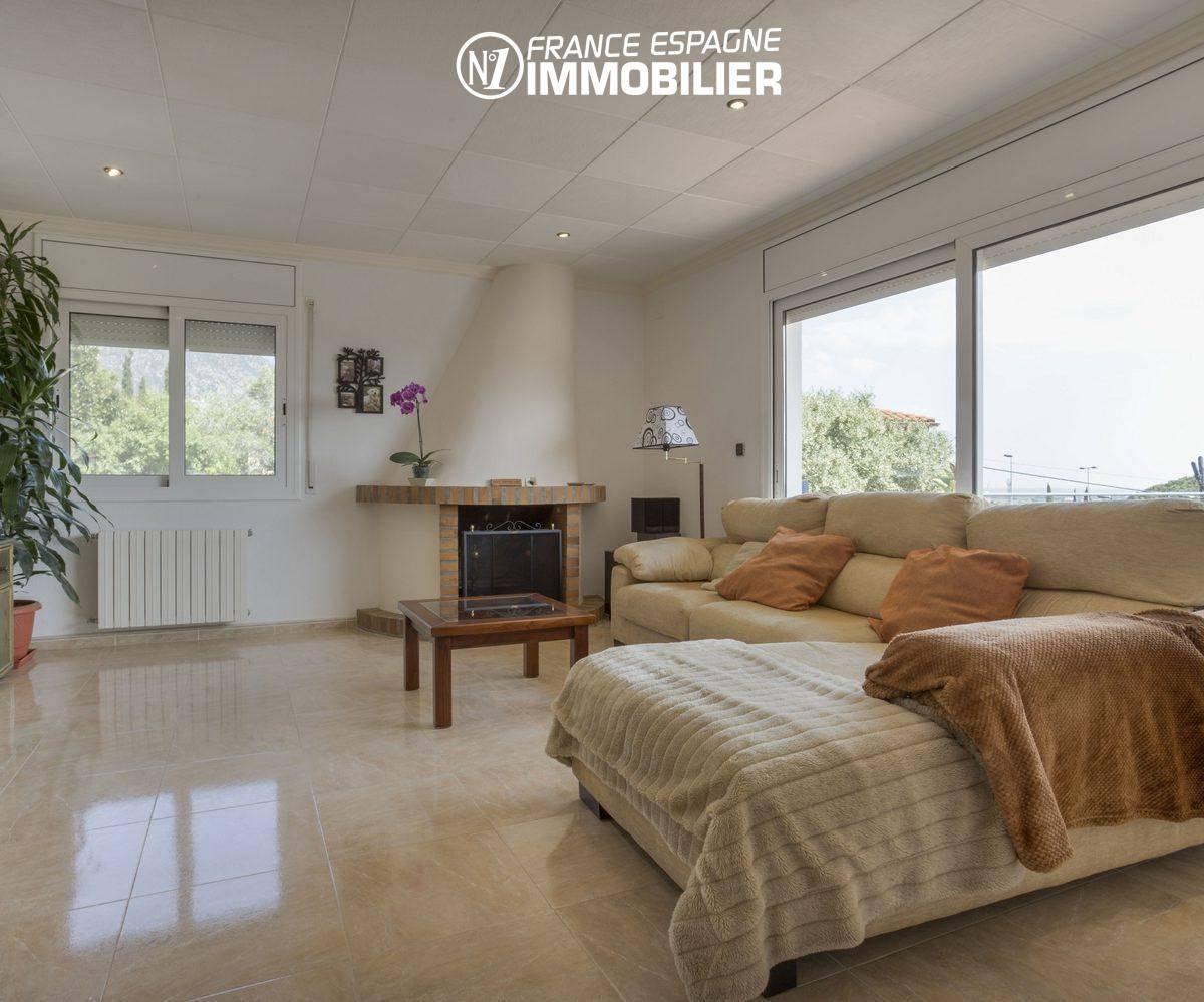 acheter maison costa brava, salon / séjour avec une belle cheminée   ref.3411