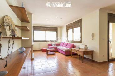 acheter maison costa brava, ref.3415, salon / salle à manger avec accès terrasse