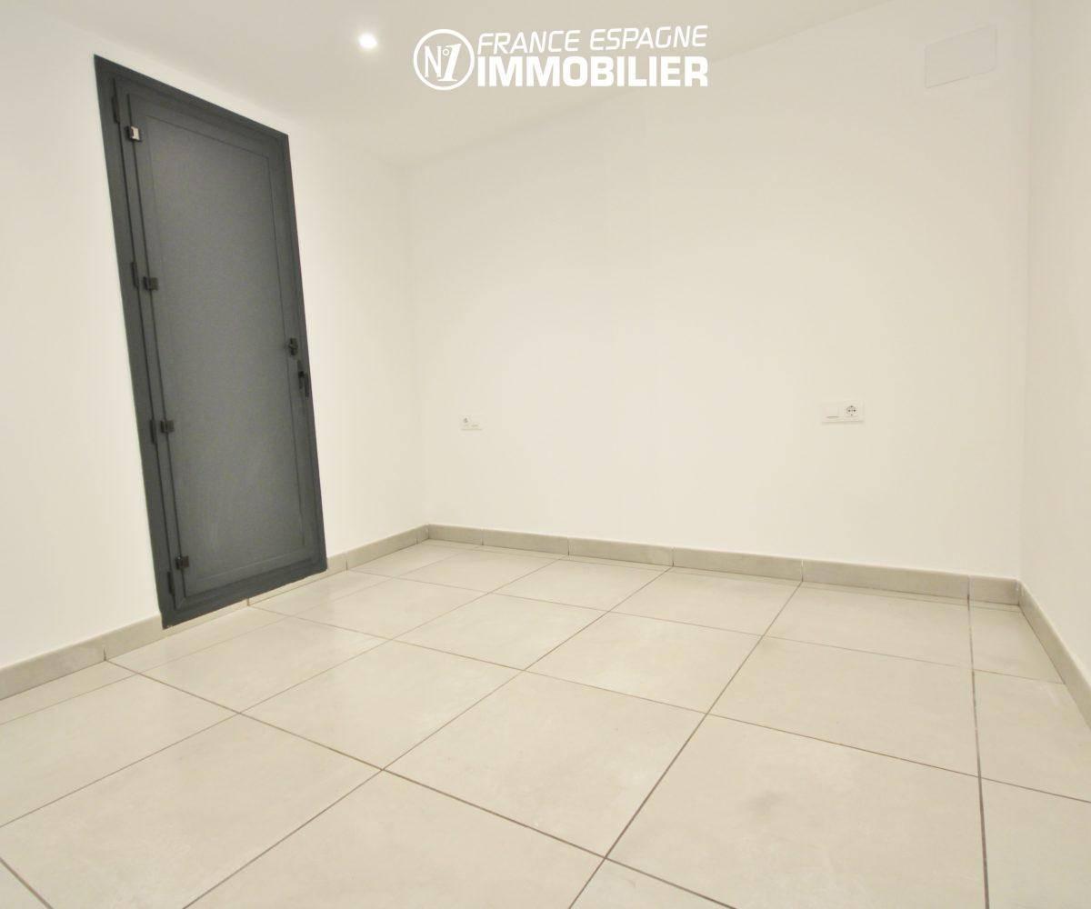 maison a vendre espagne costa brava, ref.3393, palier qui pourrait desservir appartements indépendants