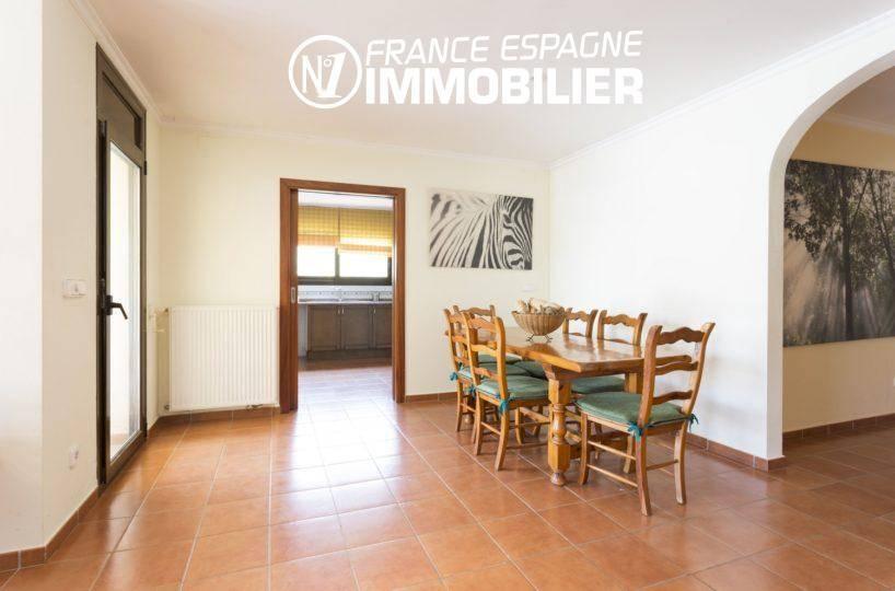 agence immobiliere palau saverdera: villa ref.3415, salle à manger avec accès cuisine