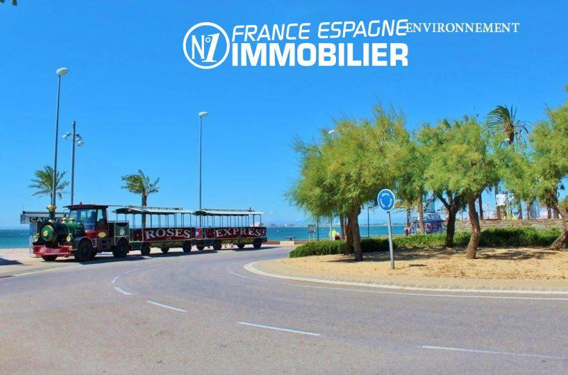 global immo rosas: appartement ref.3425, le petit train le long de la plage de Rosas