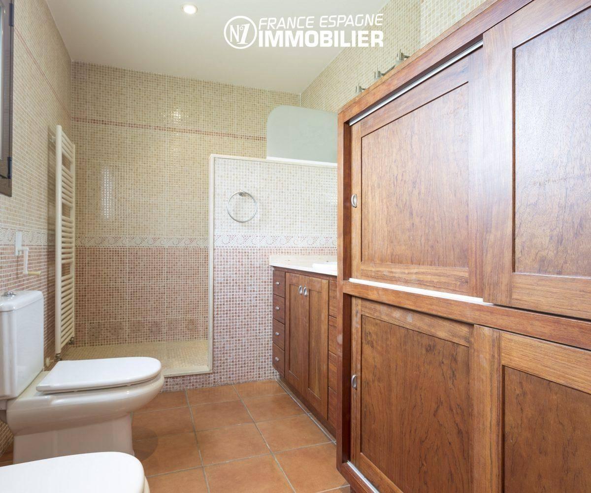 n1immobilier: villa ref.3415, salle d'eau de la suite parentale avec douche et wc