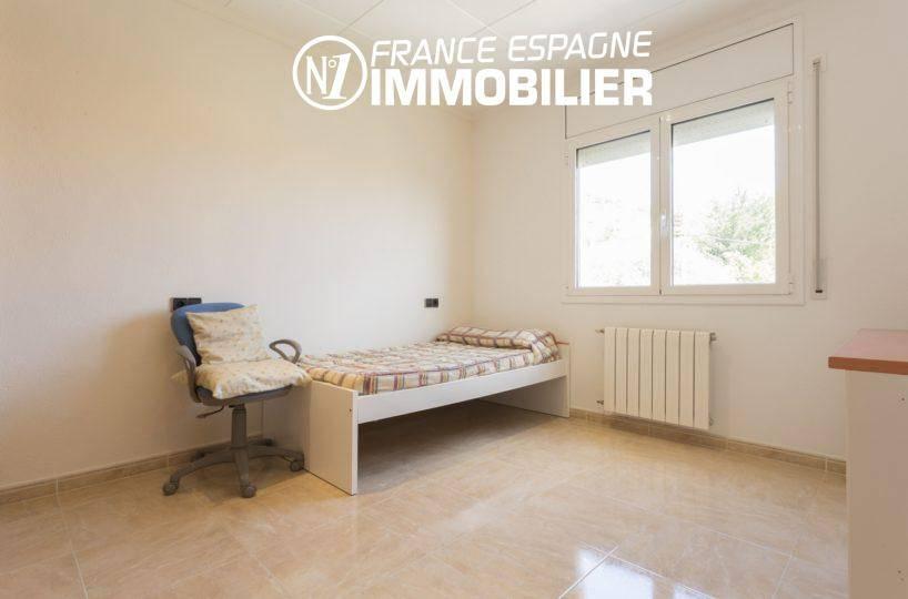 acheter maison espagne costa brava ref.3411, seconde chambre lumineuse avec lit simple