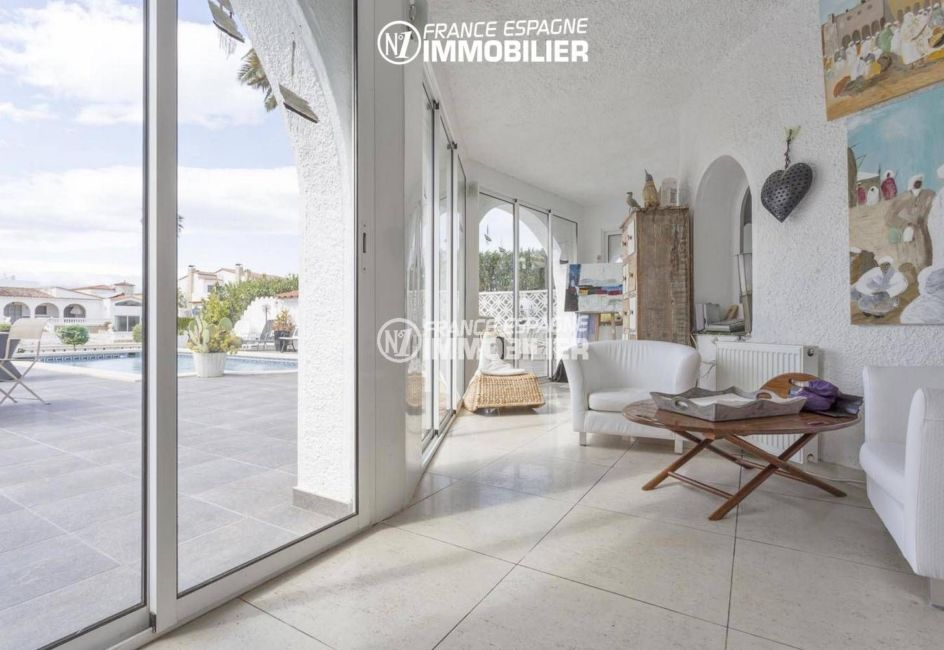 maison a vendre empuria brava, ref.3405, véranda avec vue piscine et canal
