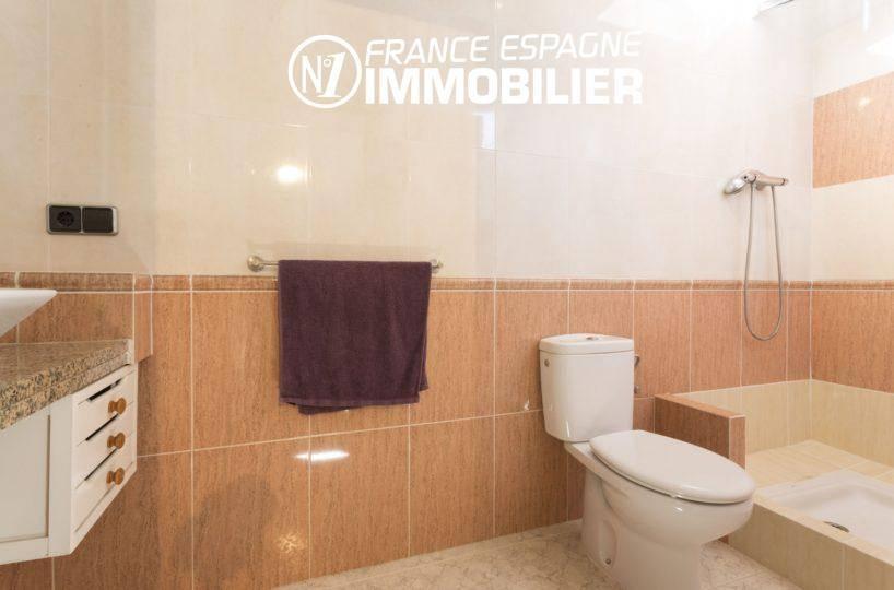 villa ref.3411, salle d'eau du studio indépendant