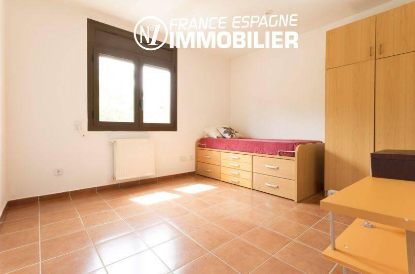 vente villa costa brava, ref.3415, deuxième chambre avec lit simple et des rangements