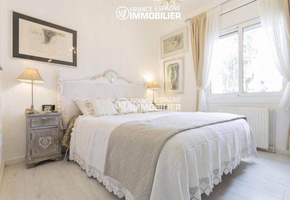 maison a vendre a empuriabrava, ref.3405, la suite parentale, vue chambre
