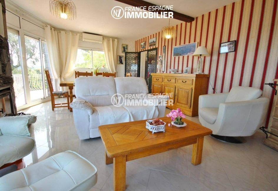 maison a vendre espagne catalogne, ref.3399, vue sur l'ensemble du salon accès terrasse