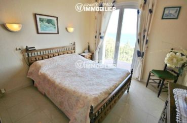 costa brava house: villa ref.3399, première chambre avec lit double et balcon vue mer