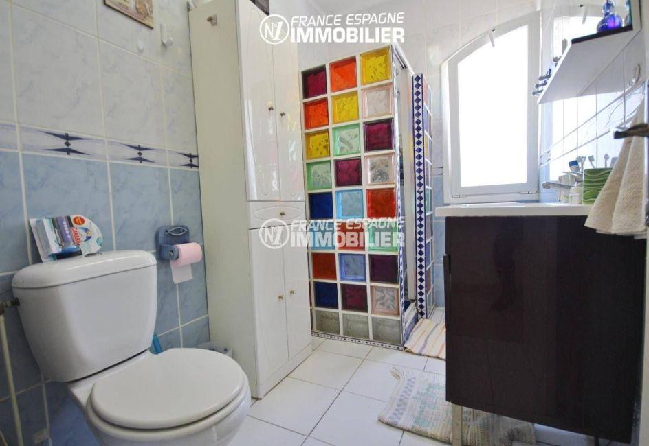 maison a vendre llanca, 152 m², ref.3399, salle d'eau avec cabine de douche, vasque et wc