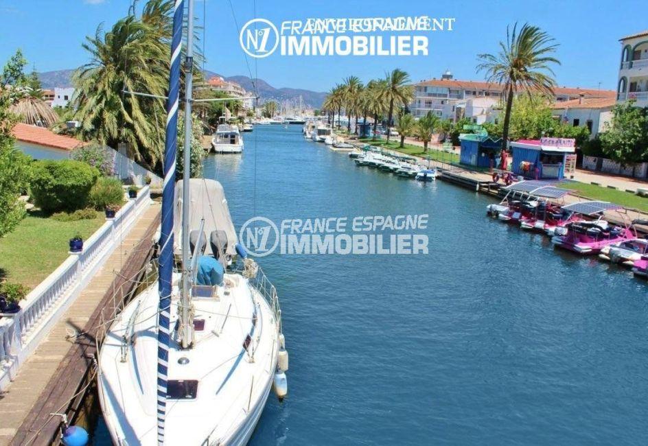 achat maison costa brava bord de mer, ref.3405, vue d'un canal d'empuriabrava à proximité