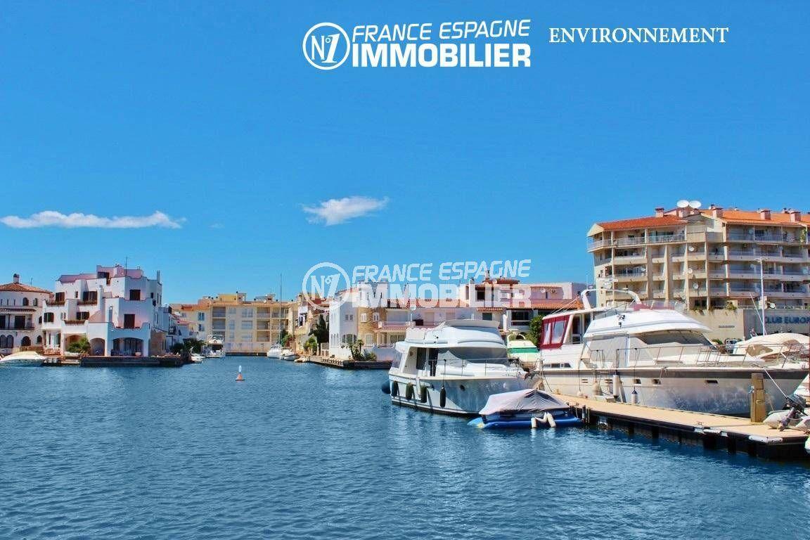 maison a vendre espagne costa brava, ref.3405, vue des habitations sur le canal principal d'empuriabrava