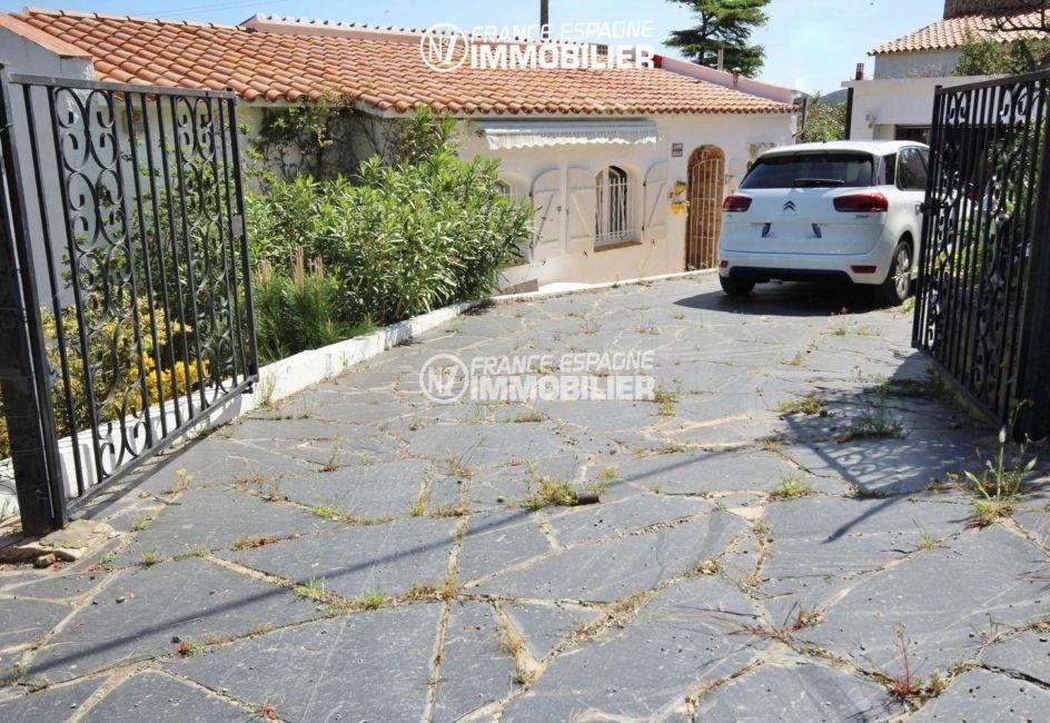 achat maison costa brava bord de mer, ref.3399, portail extérieur, parking extérieur