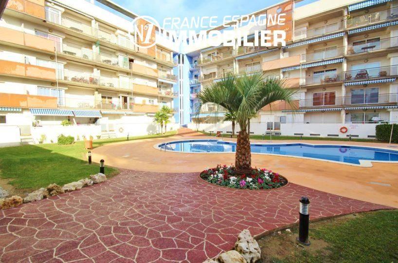 Roses: appartement vue canal avec parking privé - vue sur la piscine