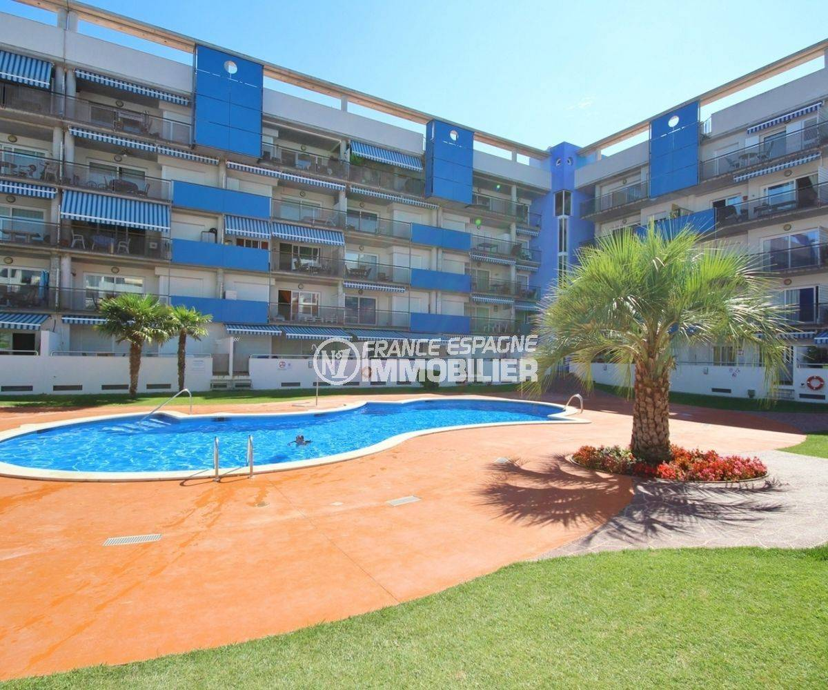 appartement a vendre rosas, 55 m², vue canal avec piscine et parking privé extérieur