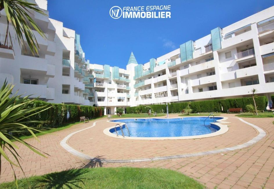 immo roses: appartement 44 m² avec piscine & jardin parking, amarre possible
