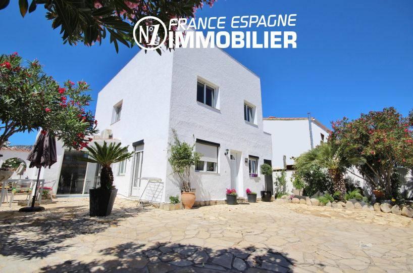 Immobilier Roses - villa rénovée vue mer avec jacuzzi