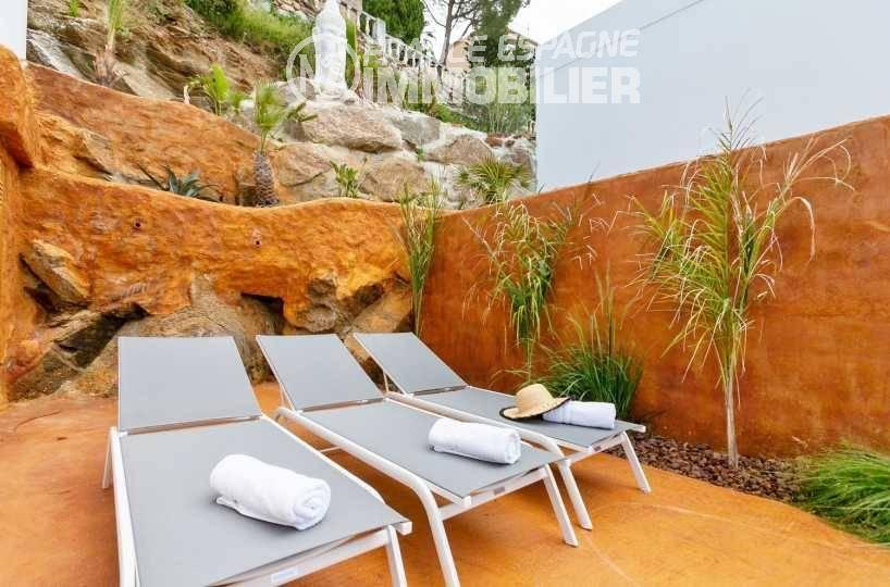 immo roses: villa ref.3433, chaises longues près de la piscine