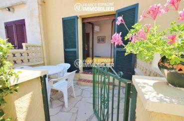 immo costa brava: villa ref.3446, terrase à l'arrière, petite table et accès chambre