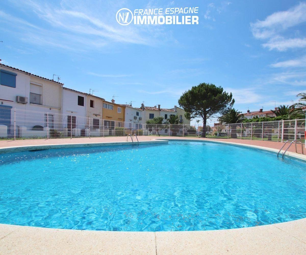 agence immobilière empuriabrava: villa ref.3446, la piscine de la résidence