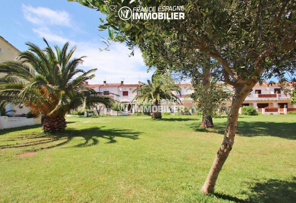 agence immobiliere empuriabrava: villa ref.3446, jardin paysagé de la résidence