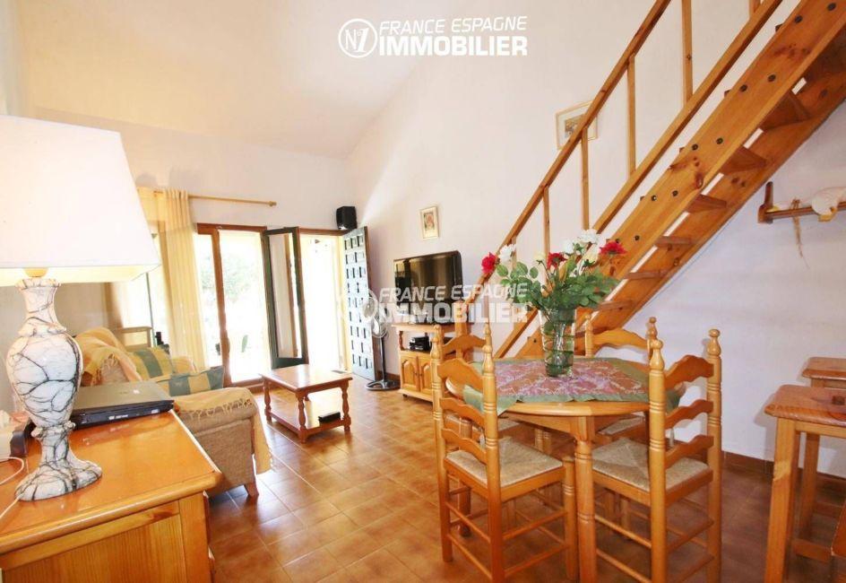 agence immo empuriabrava: villa ref.3446, séjour / salle à manger et accès étage