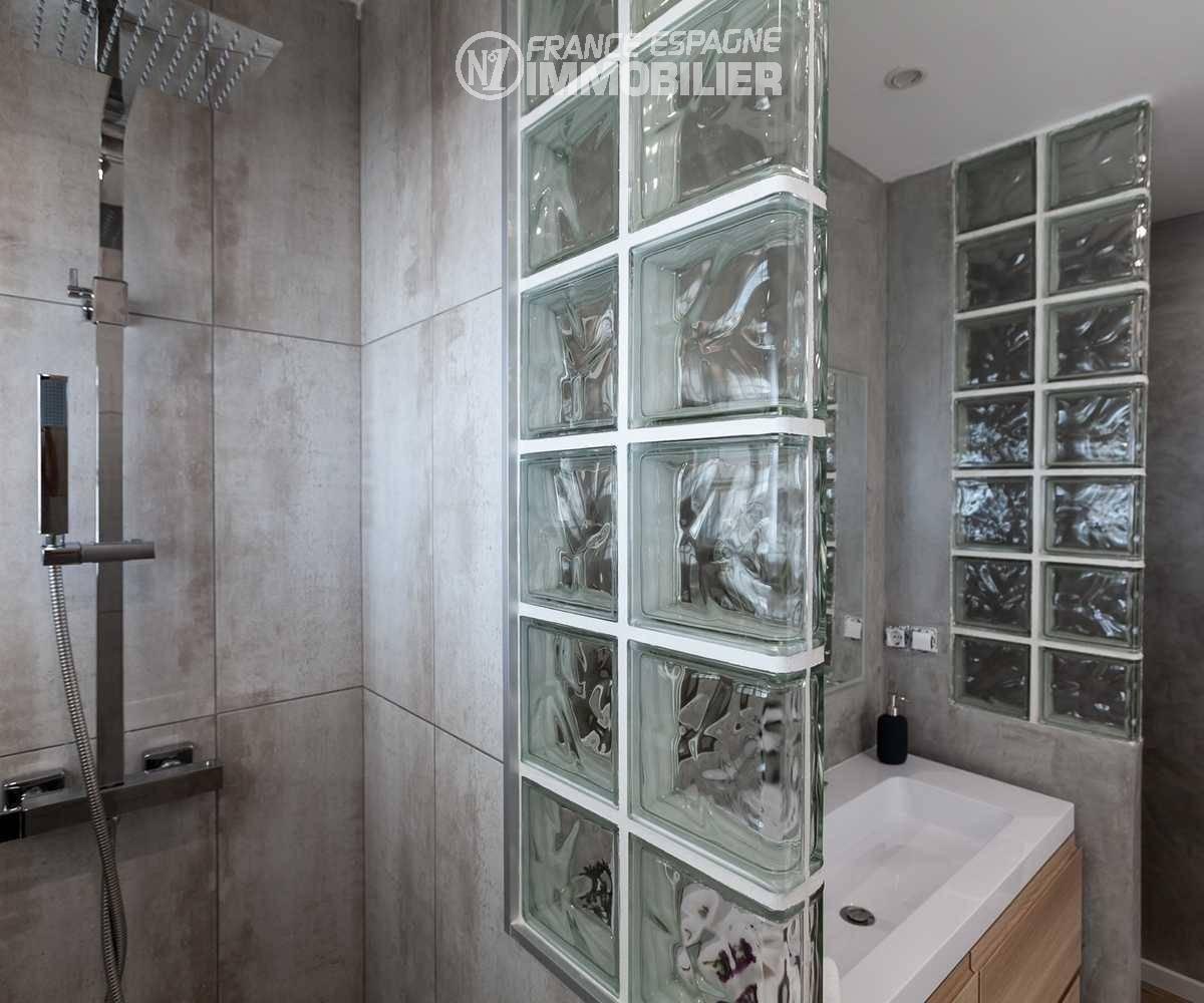 immo center rosas: villa ref.3433, aperçu salle d'eau avec douche et toilettes