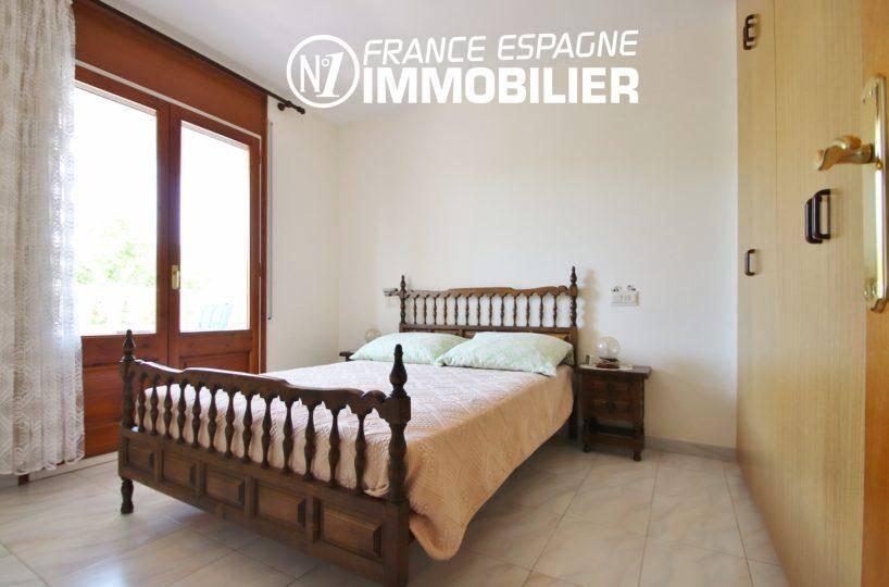 agence immobilière empuriabrava: appartement ref.3459, chambre avec placards et terrasse