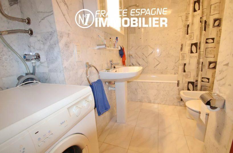 acheter appartement empuriabrava, ref.3459, salle de bains avec baignoire, bidet et wc