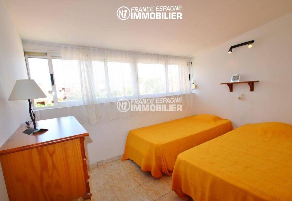 acheter maison empuriabrava, ref.3446, chambre 3 avec deux lits