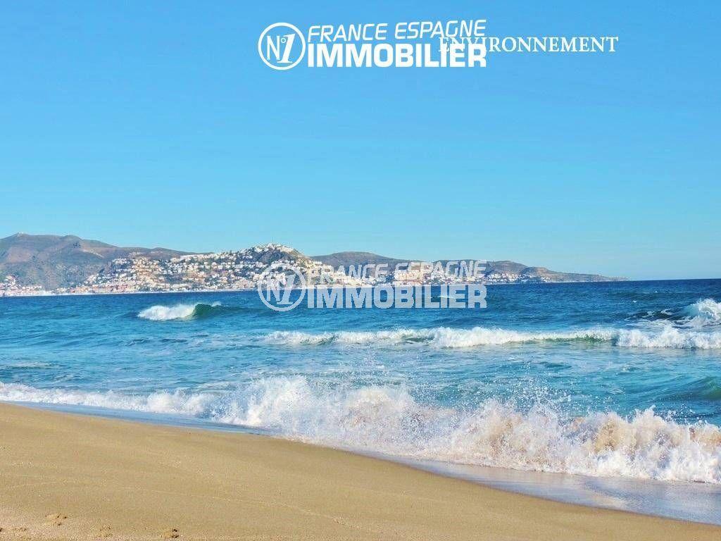 maison a vendre costa brava, ref.3446, plage d'empuriabrava avec Puig Rom au fond