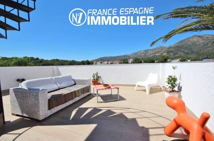 immobilier espagne bord de mer, villa 160 m² à Rosas, jacuzzi solarium, vue mer