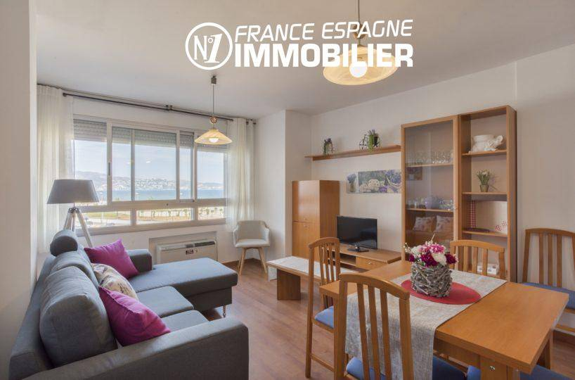 Empuriabrava: appartement à vendre avec vue mer et proche de la plage- séjour