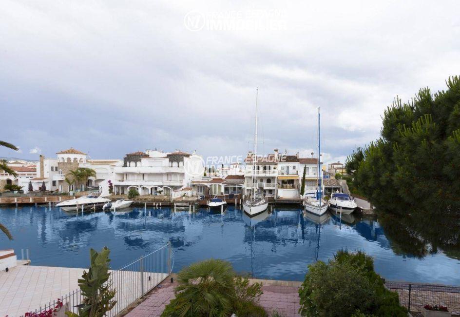 immobilier empuriabrava: villa 84 m², vue sur la marina depuis la terrasse