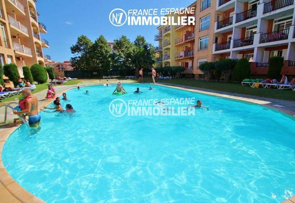 appartement ref. 3471, gran reserva empuriabrava, vue sur la piscine