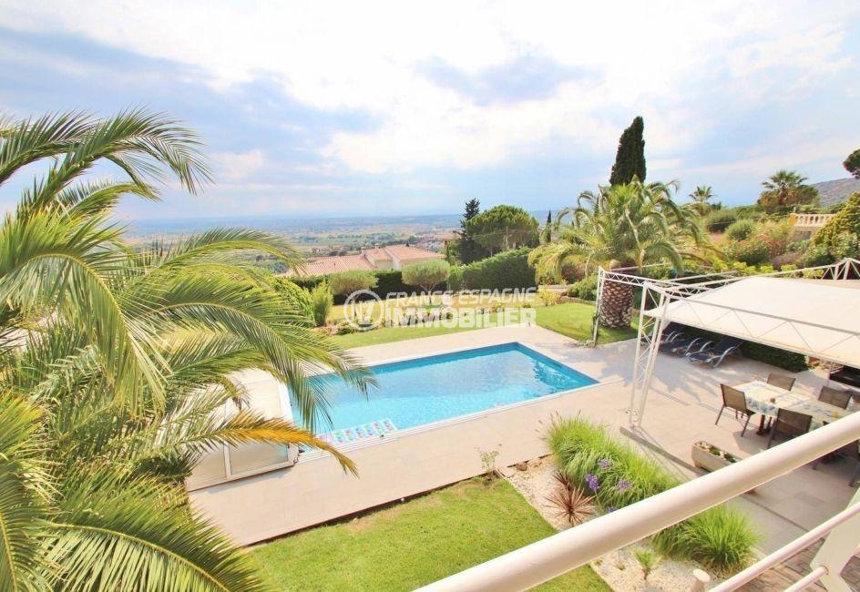 achat maison costa brava, ref.3481, vue sur le jardin, la piscine et terrasse couverte