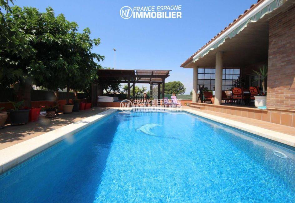 agence immobiliere empuriabrava: grande villa de plain pied avec piscine, exposition sud-est