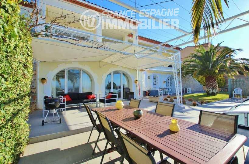 vente immobilier costa brava: villa ref.3481, grande terrasse avec coin détente et repas